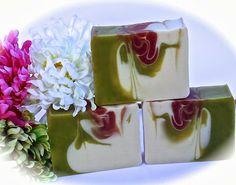 Looks like flower on the vine Diy Savon, Soap Cake, Christmas Soap, Soap Tutorial, Handmade Soaps, Handmade Headbands, Handmade Crafts, Handmade Rugs, Soap Packaging