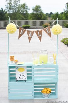 Lemonade Stand Ideas for Kids or Even a Photoshoot! How to make the perfect lemonade stand for your Summer Crafts, Summer Fun, Diy And Crafts, Diys For Summer, Summer Pool, Summer Parties, Kids Lemonade Stands, Lemonade Stand Sign, Diy For Kids