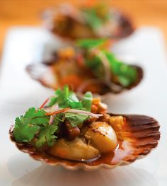 Steamed scallops with pork and peanut caramel