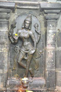 killer of asura Indian Gods, Indian Art, Stone Sculpture, Sculpture Art, Asian Sculptures, Ancient Mysteries, Durga Goddess, Hindu Deities, Hindu Art