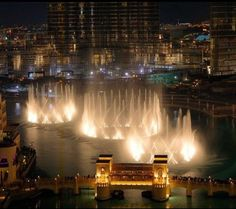 The famous and beautiful Dubai Fountain Show. An amazing attraction to visit.