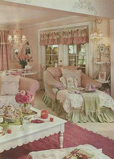 What's in colors? Colors may affect the atmosphere. For shabby cottage chic, one wants warm colors that foster happy moods and comfy ambiance. Color It Happy, Romantic Shabby Chic, Shabby Chic Pink, Vintage Shabby Chic, Shabby Chic Decor, Romantic Cottage, Vintage Style, Shabby Chic Salon, Romantic Room, Romantic Beach