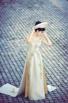 Vietnamese wedding áo dài