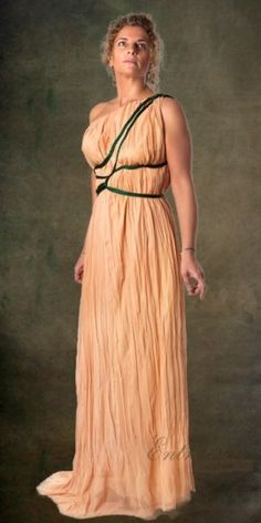Greek dress Outer garment of Greek women, long to feet and is open on one side. Subject in the shoulder. Adhered by means of a cord surrounding the body several times. Made of a lightweight fabric and transparent, with cotton lining in tone.