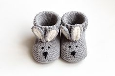 New mommy gift set Lovely hand crochet gray bunny slippers for newborn boy girl Best pregnancy shoes present Expectant basket for friend New Mommy Gifts, Gifts For New Moms, Crochet Bebe, Hand Crochet, Crochet Bunny, Baptism Boy Favors, Baby Baptism, Alpaca Toy, Llama Alpaca