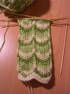Knitting Stitches, Knitting Socks, Knitting Patterns, Knitting Ideas, Knit Socks, Drops Design, Handicraft, Mittens, Stitch Patterns