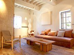 Matières naturelles et mobilier design : L'atmosphère intemporelle d'une maison de campagne