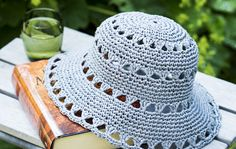 Crochet Summer Hats, Diy Crochet, Crochet Hats, Knitting Patterns Free, Knit Patterns, Free Knitting, Crochet Princess, Crochet Basket Pattern, Crochet Table Runner