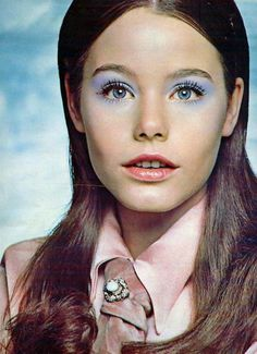 This early image of Susan Dey advertising Yardley' See​ shadow pots eye shadow defined by eye makeup for two years. It remains one of my favorite fashion images of all time. Retro Makeup, Vintage Makeup, 1970s Makeup, Susan Dey, 70s Hair, Partridge Family, David Cassidy, Blue Eyeshadow, Fashion Images