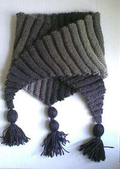 Ravelry: Project Gallery for Wellenbaktus (Wavy Baktus) pattern by Frollein Rosenresli