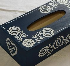 Ľudová krabica na vreckovky