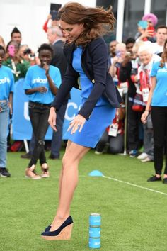 Kate Middleton jumps over tin cans in Stuart Weitzman Corkswoon wedges | Marie Claire