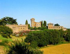 Buongiorno a tutti dal Castello di San Quirico ad #Orvieto (TR)! Immerso in una zona di particolare bellezza per l'ambiente integro e per i suoi panorami su Orvieto, Il castello di San Quirico risale al XIII sec. ma è stato ristrutturato nell'800 da Paolo Zampi, per trent'anni ingegnere del Duomo di Orvieto. Conserva l'antica imponente ed elegante architettura. Di proprietà privata, lo si ammira dall'esterno. #Umbria #VisitUmbria #WeLoveUmbria