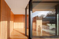 arquitectos matos' geometrically L shaped house in mosteiro