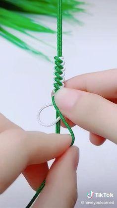 Diy Bracelets Patterns, Yarn Bracelets, Diy Bracelets Easy, Diy Friendship Bracelets Tutorial, Bracelet Tutorial, Diy Crafts Jewelry, Bracelet Crafts, Knots, Making Yarn Bracelets