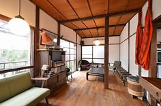 Love the wood beam ceiling Japanese Style House, Japanese Home Decor, Japanese Interior, Sustainable Building Design, Cafe Interior, Interior Design, Living Room Designs, Living Spaces, Deco Zen