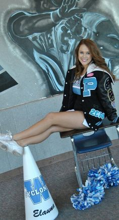 Senior cheer picture thts to cute I want tht done