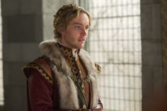 Spoiler alert: If you don't want to know what happened in the March 19 episode of Reign, stop reading now.  In the final moments of tonight's Reign, Catherine told Francis of Mary's plans to return to Scotland with Condé. However, viewers didn't get to see his reaction. Instead, the king grew increasingly pale before collapsing to the ground.  And as the hour came to a close, Francis, now lying in bed, began to bleed from his ears—a visual that fans of the show will recognize from…