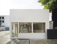 party space design has created a simple white construction for common room cafe in bangkok. Cafe Shop Design, Small Cafe Design, Cafe Interior Design, Shop Front Design, Store Design, House Design, Cafe Exterior, Exterior Design, Interior And Exterior