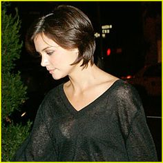 Short Hairstyles Trends presents Katie Holmes Hot Short HairstylesKatie Holmes is wearing the hottest short hairstyles these days, look at…