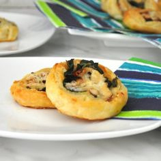 Pinwheels with Prosciutto, Spinach and Cheese. Delicious pick-up bite for your next party: crispy, cheesy and so yummy!