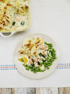 Try out some of these epic Jamie Oliver fish pie recipes. There's a fish pie for every occasion! Fish Recipes, Seafood Recipes, Cooking Recipes, Healthy Recipes, Cooking Fish, Recipies, Fish Pie Healthy, Healthy Meals, Fish Pie Jamie Oliver