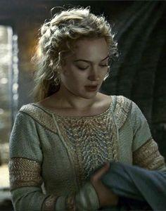 Sophia Myles as Isolde in Tristan + Isolde - 2006