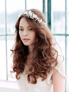 Bridal silk flower blossom halo Floral crown style - romantic wedding hairstyles | sodazzling.com - Destination wedding in Thailand #destinationwedding