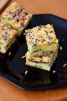 Dense, chewy, and full of sprinkles! Cookie Brownie Bars, Blondie Brownies, No Bake Brownies, Halloween Cakes, Halloween Foods, Halloween Party, Brownie Recipes, Dessert Recipes, Desserts