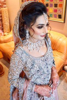 Bridal Jewelry Don't Just Wear It For The Wedding Pakistani Wedding Hairstyles, Pakistani Bridal Makeup, Pakistani Wedding Outfits, Bridal Outfits, Indian Dresses, Indian Outfits, Pakistan Bride, Bridal Lehenga Collection, Asian Bridal