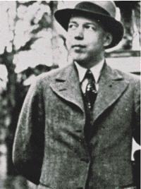 Mika Toimi Waltari (19. září 1908 Helsinky – 26. srpna 1979 Helsinky) byl finský spisovatel, novinář a dramatik. Jeho nejznámějším dílem je historický román Egypťan Sinuhet.Mika Waltari byl jedním z nejplodnějších finských autorů. Napsal nejméně 29 románů, 15 novel, 6 sbírek pohádek, 6 sbírek poezie a 26 dramat. Ve světě je nejznámějším finským autorem a jeho díla byla přeložena do více než třiceti jazyků.
