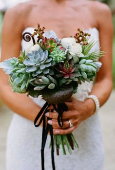 Bridal Bouquet in Succulents: 25 Ideas for Unique Floral Wedding Deco Arte Floral, Deco Floral, Fall Bouquets, Bride Bouquets, Flower Bouquet Wedding, Flower Bouquets, Bouquet Succulent, Design Floral, Rustic Bouquet
