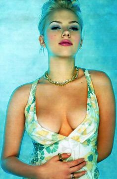 Scarlett Johansson is wearing . is listed (or ranked) 5 on the list The 36 Sexiest Scarlett Johansson Pictures of All Time Scarlett Johansson Beach, Beautiful Celebrities, Beautiful Actresses, Beautiful People, Beautiful Women, Beautiful Gorgeous, Hollywood, Dahlia Noir, Infinity War