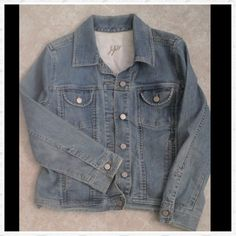 ☆☆HOST PICK ☆☆J. JILL denim jacket Preowned great condition.  Size Medium.  Looks great with so many outfits! Thank you for visiting my closet. J. Jill Jackets & Coats Jean Jackets
