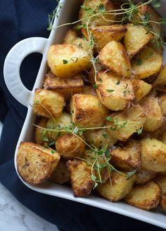 Råstegte kartofler - opskrift på nemme og lækre kartofler Healthy Dinner Recipes, Great Recipes, Vegetarian Recipes, Cooking Recipes, Vegan Runner, Vegan Gains, Vegan Curry, Vegan Meal Prep, Vegan Thanksgiving
