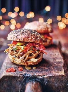 Giving sloppy Joes the Christmas treatment in this turkey sloppy Joe recipe from Jamie Oliver's Christmas Cookbook is a stroke of genius. Pulled Turkey, Turkey Sloppy Joes, Sloppy Joes Recipe, Leftovers Recipes, Turkey Recipes, Chicken Recipes, Bbq Sauce Ingredients, Maine, Joe Recipe