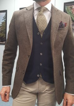 Overalls For Mens Fashion Cheap Mens Fashion, Mens Fashion Suits, Mens Suits, Tweed Suits, Blazer En Tweed, Gentlemen Wear, Look Formal, Style Masculin, Herren Outfit
