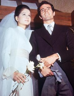 Isabel Preysler and Julio Iglesias, he Spanish she Filipino Celebrity Wedding Photos, Celebrity Wedding Dresses, Celebrity Look, Celebrity Couples, On Your Wedding Day, Celebrity Weddings, Wedding Couples, Wedding Pictures, Wedding Gowns