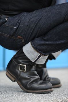 Dark Denim Fitted Jeans, and Old Biker Boots, Classic. Mens Fall Winter Fashion.