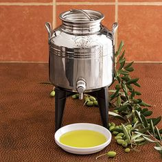 Fustino Olive Oil and Balsamic Vinager Dispenser for the Kitchen Carafe, Olive Oil Container, Olive Oil Dispenser, Stainless Steel Containers, Vinager, How To Make Oil, Cheese Shop, Food Trailer, Little Cabin