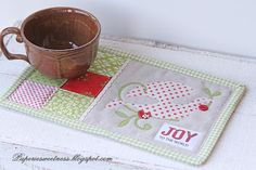 Paperie Sweetness: Christmas giving...  Mug Rug Christmas Sewing Patterns, Christmas Mug Rugs, Cocoa Tea, Basic Grey, Mini Quilts, Scrapbook Cards, Scrapbooking, Hot Pads, Quilt Making