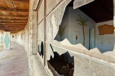 Nicole Reed | Reportage & Travel Portfolios | Royal Hawaiian Motel - abandoned