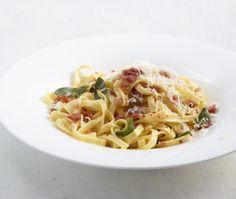 Rezept für Salbei-Pasta bei Essen und Trinken. Ein Rezept für 2 Personen. Und weitere Rezepte in den Kategorien Gewürze, Käseprodukte, Kräuter, Milch + Milchprodukte, Nudeln / Pasta, Schwein, Hauptspeise, Braten, Einfach, Schnell.