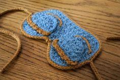Breakfast at Tiffany's sleep mask -- free crochet pattern