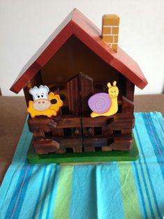 Casita porta huevos Casas Country, Arte Country, Decoupage, Ideas Para, Gingerbread, Safari, Bird, Toys, Outdoor Decor