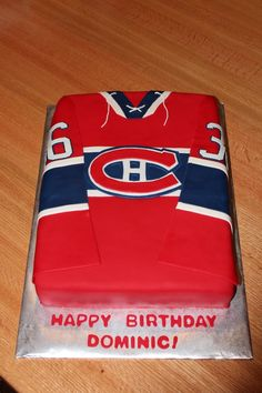 Montreal Canadiens cake - For a Habs fan who was turning 36 - therefore the number on the sleeves. Its a half-chocolate, half-vanilla cake covered and decorated with fondant. Thanks to ekvries and other CCers for their awesome examples! Hockey Birthday Cake, 50th Birthday Cake For Women, Hockey Birthday Parties, Hockey Party, Birthday Ideas, Diy Birthday, Hockey Cupcakes, Pinterest Cake, Sport Cakes