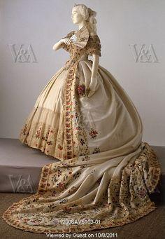 Silk court dress and fan (fan by Tony Faivre), ca.1860 (Victoria & Albert Museum).