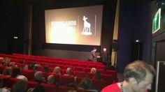 Handen schudden met Peter Greenaway tijdens de premiere van zijn nieuwste film