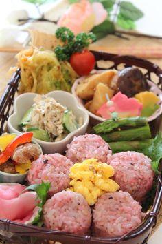 Japanese-Style Bamboo Basket Lunch   Takekago Bento 竹かご弁当