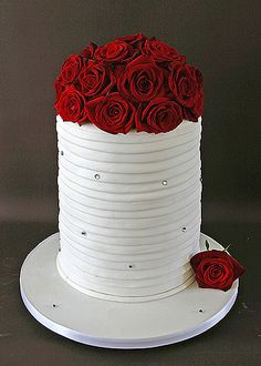 This is the cake I picked out! With some cupcakes to match :] Wedding Cake Red, Beautiful Wedding Cakes, Gorgeous Cakes, Pretty Cakes, Amazing Cakes, Rose Wedding, Bling Wedding, Trendy Wedding, Cake Pops